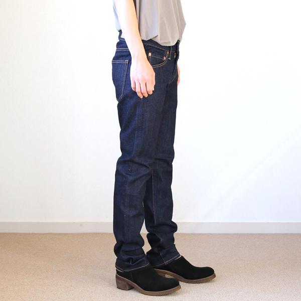 モデル身長:157cm、サイズ:5(裾を伸ばして着用)
