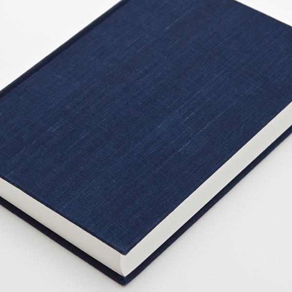 カバーは松阪もめんの藍染め布