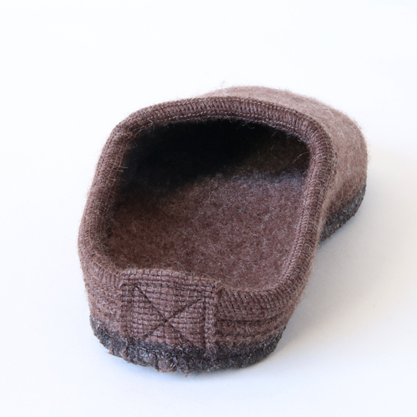 立体形状のフットベッドで、普通のスリッパには無い快適な履き心地