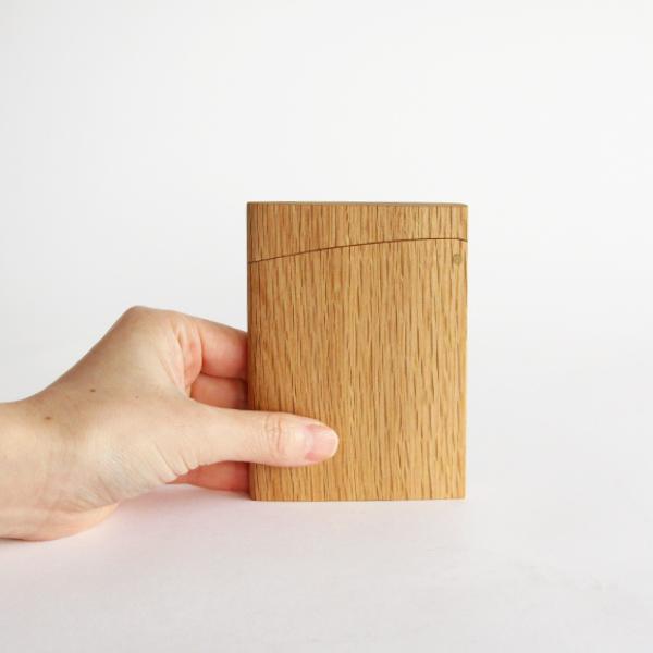 流線型の形と温もりある木目のデザイン