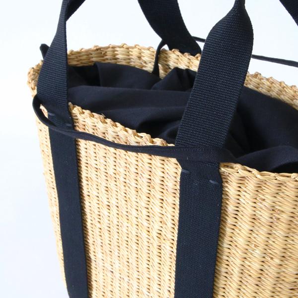 バッグインバッグは本体の持ち手に引っ掛けられます