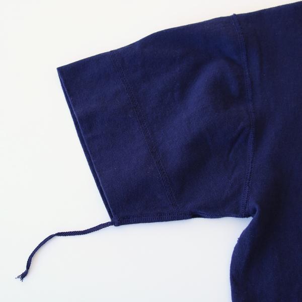 袖口の紐のようなものは根本からカットしても問題ありません。