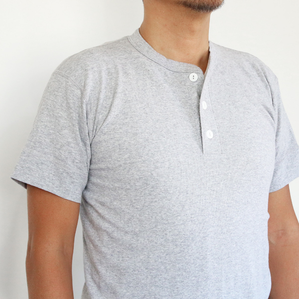 サイズ参考(男性モデル身長:180cm サイズ:L カラー:Heather Gray)