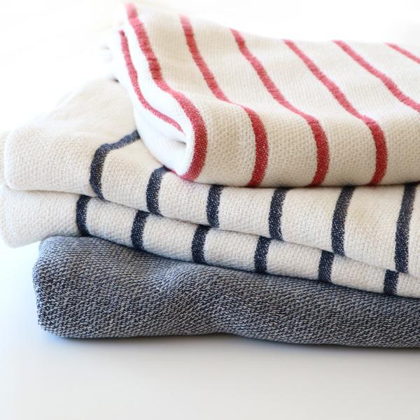 低速のタオル織機でゆったり織り上げているため、ふんわりとした優しい肌触りです