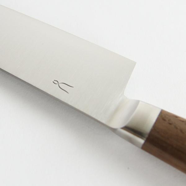 刃渡りが長いので大きな野菜などを切るのに適しています