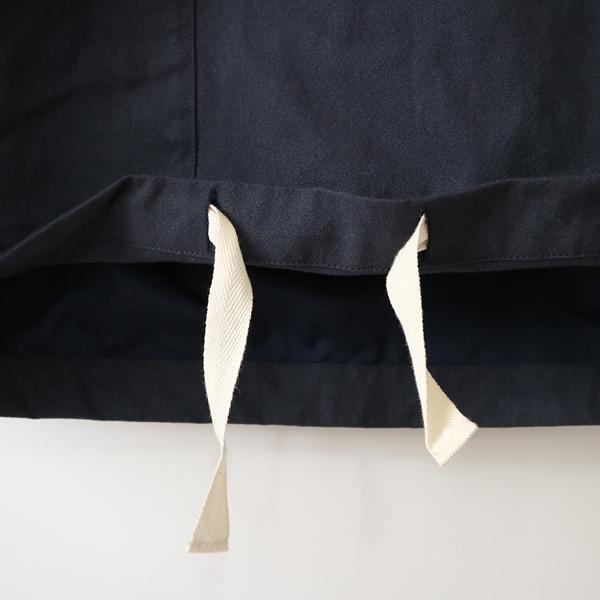 前内側の紐で、裾を絞ることができます