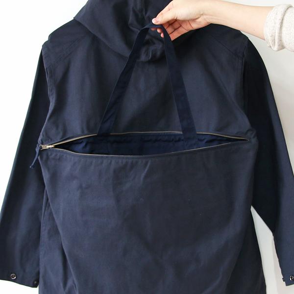 背面ファスナーポケットのバッグ持ち手