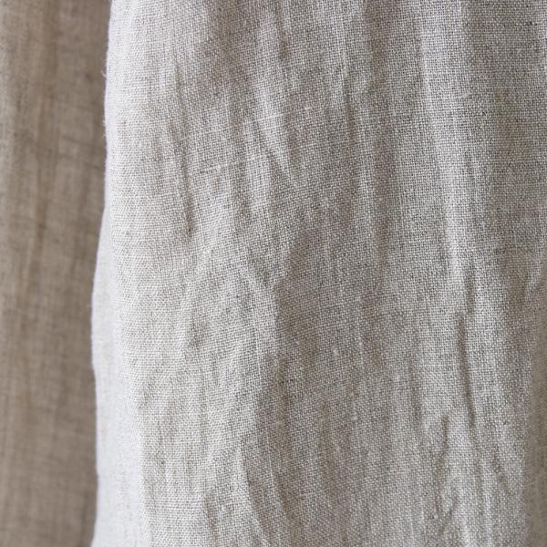天然繊維として素朴な表情をもち、丈夫で光沢を見せるコルトレイクリネン