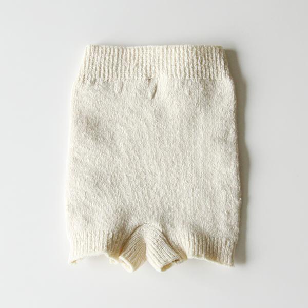 おへそからお尻全体をすっぽりと包み込み、冷えから体を守ります