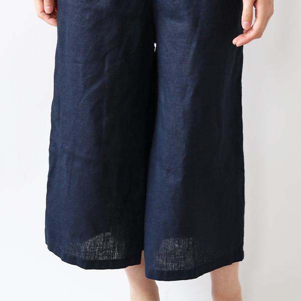 裾に向かって幅が広がったロングスカートのようなシルエット