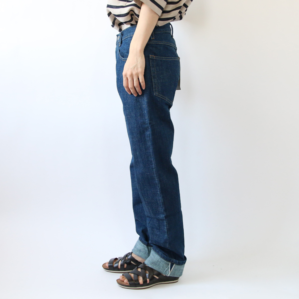 モデル身長:158cm 着用サイズ:28(裾を折り返して着用)