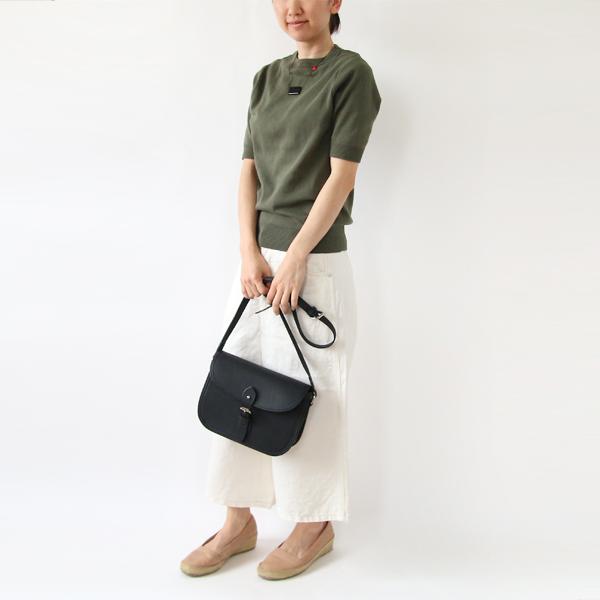 女性モデル身長:158cm、着用サイズ:XS(Khaki)