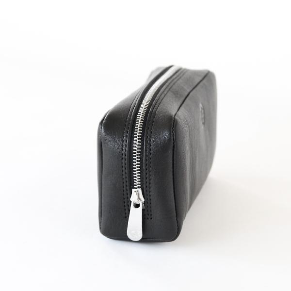 ビューラーや厚みのあるコンパクト類も入れやすいサイズ