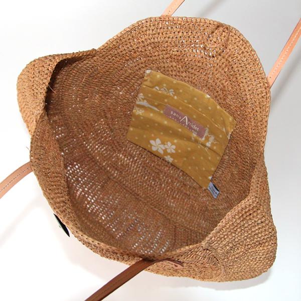内側に布製のポケット付き(ZUTTO別注)
