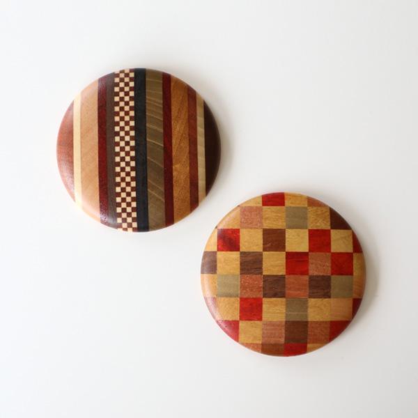 柄は縞市(左)と市松 赤(右)の2種類