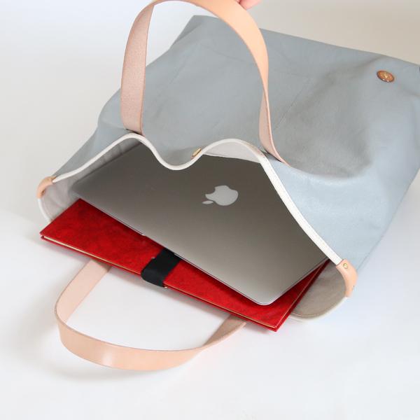 A4サイズの書類やノートPCが楽々入るサイズ