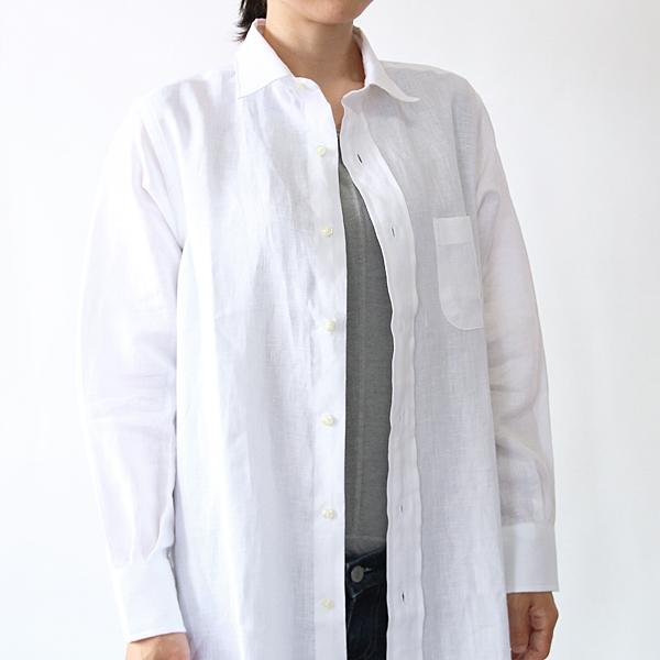 襟元はレギュラーカラー(White)