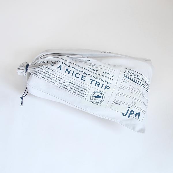 旅の持ち運びにもぴったりな、布製の巾着ケースに入れてお届け