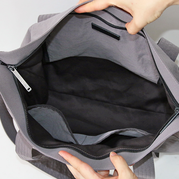 内側にはサイズの異なる3つのポケット