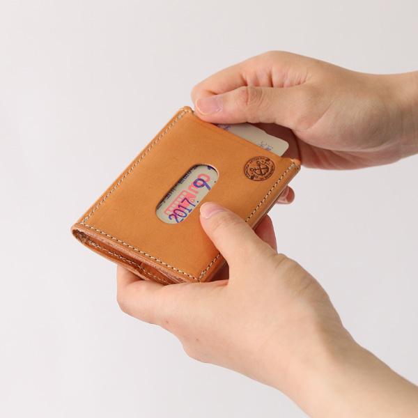クレジットカードまたは交通カードが2枚入ります(CAMMELLO)