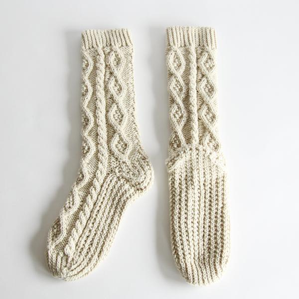 ヤクの毛糸でざっくりと編まれた、心まで暖かくなるアイテム