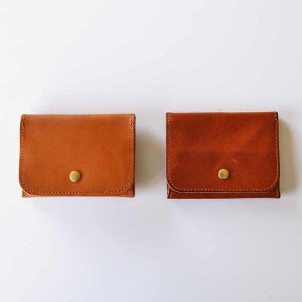 左:新品、右:4ヶ月ほど使用したもの。色が深くなり艶が増します。(AMBRA)