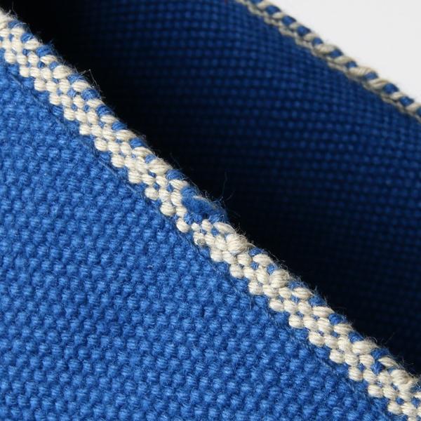 織りの特性上、生地の端や表面に凹凸や織りムラが生じている場合がございます