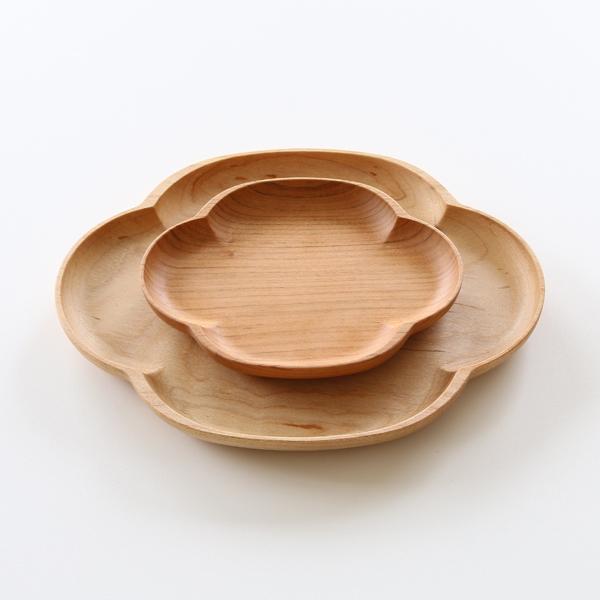 天然素材のため、木目や色合いは一点一点異なります(上に重ねたお皿:桜小皿 もっこう)