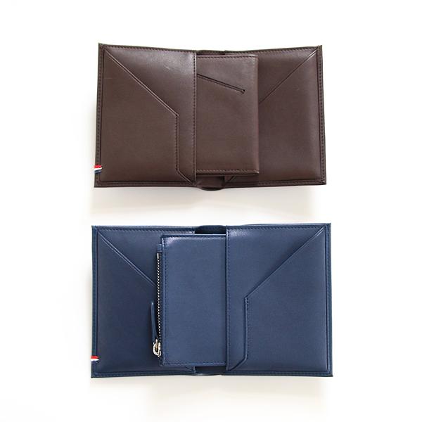 左右のポケットにカードケース、ファスナー付きコインケースがおさまります
