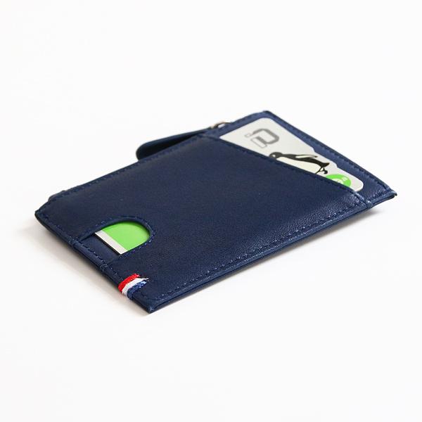 背面にカード収納スペース(NAVY BLUE)