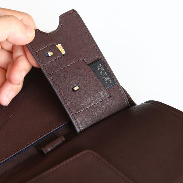 鍵ポケットの裏側にSIM/SDカードポケットつき