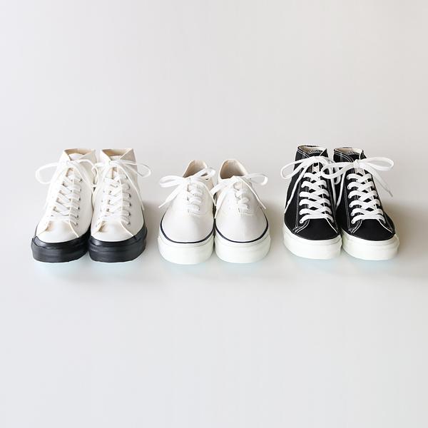 3種類の配色(左からMONOCHROME、WHITE、BLACK)