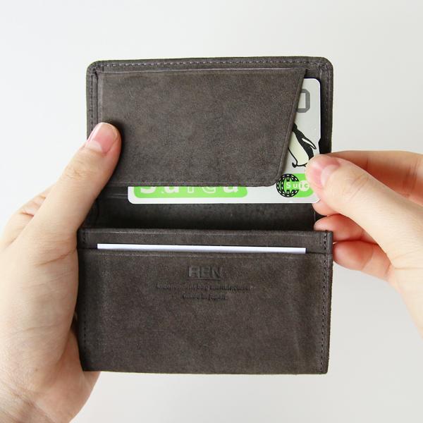 さっと挟んで、すぐ取り出せるカードポケット