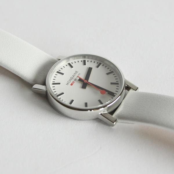 定番のデザインながら、上品な印象のホワイトモデル