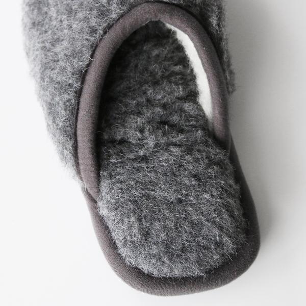 足裏も甲内側もボア素材で暖か