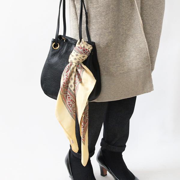 シンプルなバッグに結んで華やさをプラス(CREAM)