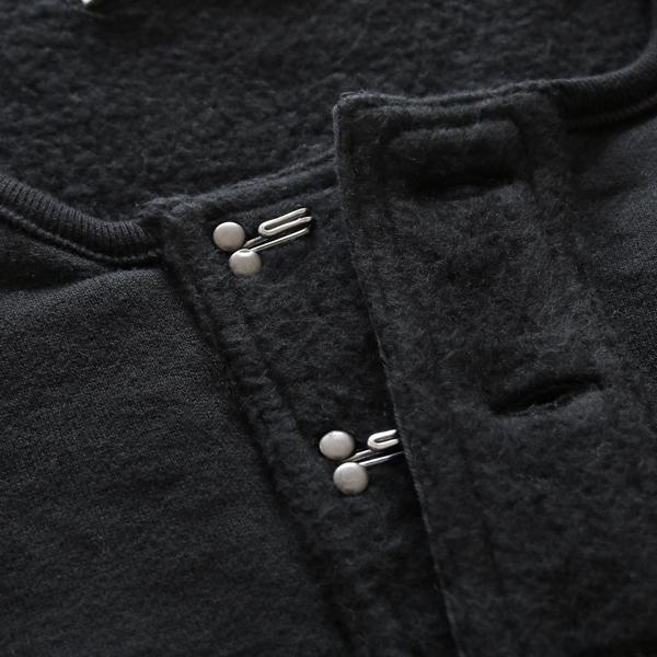 BLACKのフックは、シルバー色でクールに