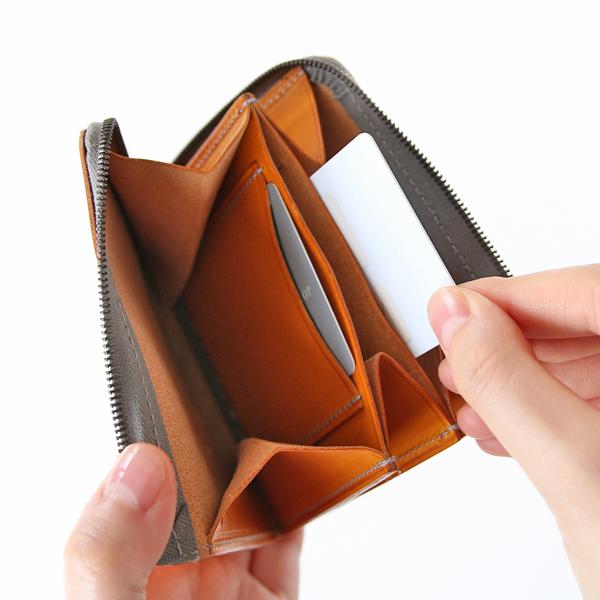 よく使うクレジットカード等は、2つあるカードポケットに