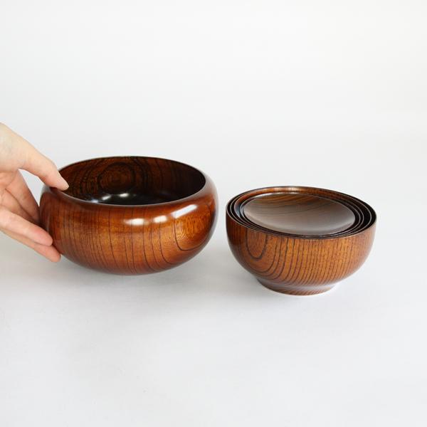 セットになった皿は重ねて一つに収納することができます