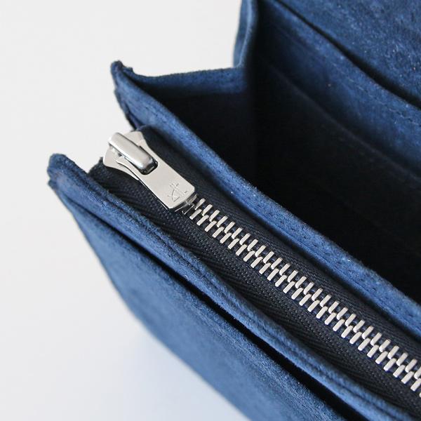 ファスナーポケットとマチ付きオープンポケット