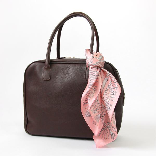 いつものバッグに結ぶだけで、華やかなアクセントに