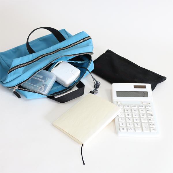 常に持ち歩く細々としたビジネスグッズ(電卓、充電器、文房具、メモ帳、イヤホンなど) を入れた、バッグインバッグとしての活用もおすすめです