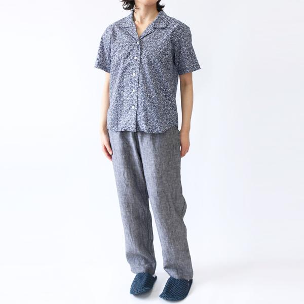 開襟シャツ 小花/NAVY+イージーパンツ2 BLACK(モデル身長:157cm)