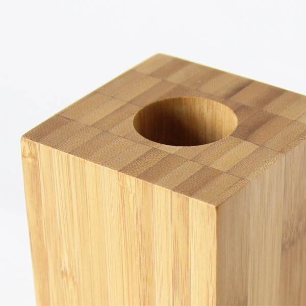 竹積層材のブロック独特の表情を生かした、直線的でシンプルなデザイン