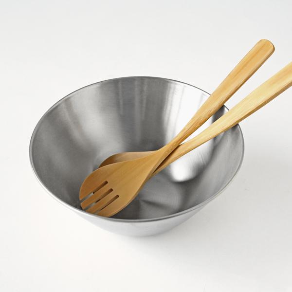 サラダやパスタなどを取り分けたり和えたりするのに便利な、竹製サーバー