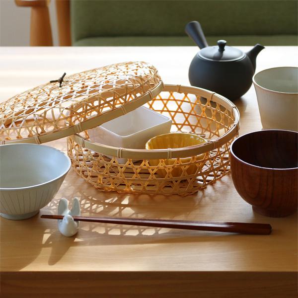 小鉢を並べて食卓に