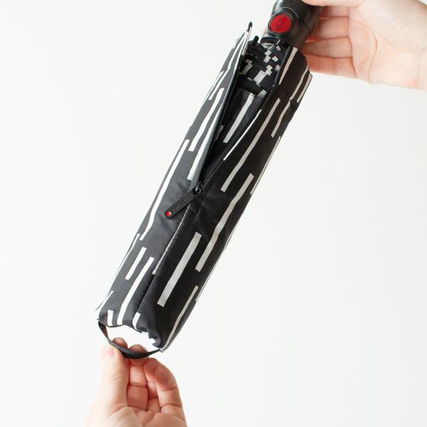 カバーはファスナーと底引き手付きで、スムーズに着脱できます