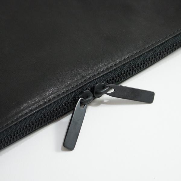 艶を抑えた仕上げのファスナー引手金具(BLACK)