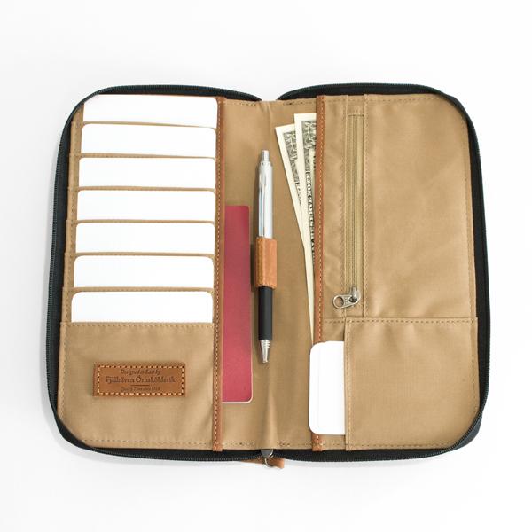 カード、パスポート、ペン、お札、コインなどをすっきりひとまとめに