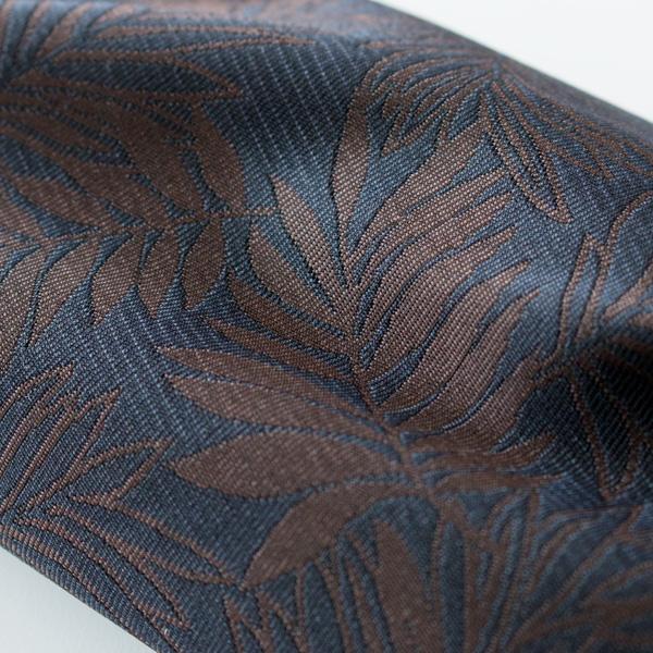プリントに比べて立体的で存在感があり、ひときわ華やかなジャカード織生地